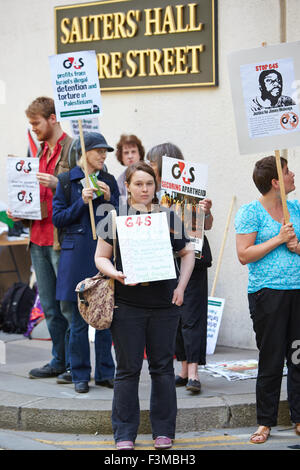 Protesters outside the G4S AGM at Salter's Hall in London - Stock Photo