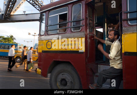 Kolkata, West Bengal, India. Kolkata bus. Buses are chaotic and can get terribly crowded. A better choice is the - Stock Photo