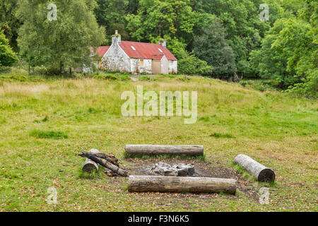 GREAT GLEN WAY OR TRAIL LAGGAN TO FORT AUGUSTUS SCOTLAND CAMP SITE AND LOG FIRE AT LETTERFEIRN - Stock Photo