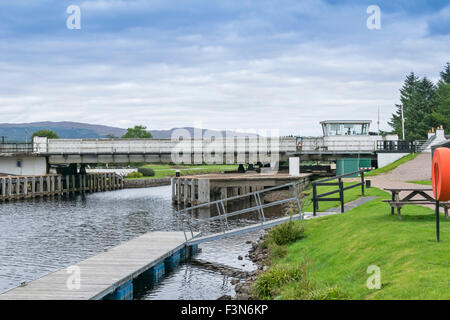 GREAT GLEN WAY OR TRAIL LAGGAN TO FORT AUGUSTUS SCOTLAND THE  ABERCHALDER SWING BRIDGE OVER THE CALEDONIAN CANAL - Stock Photo
