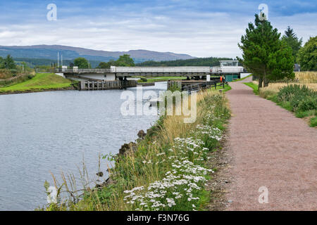 GREAT GLEN WAY OR TRAIL LAGGAN TO FORT AUGUSTUS SCOTLAND THE A82 ROAD AND ABERCHALDER SWING BRIDGE OVER THE CALEDONIAN - Stock Photo