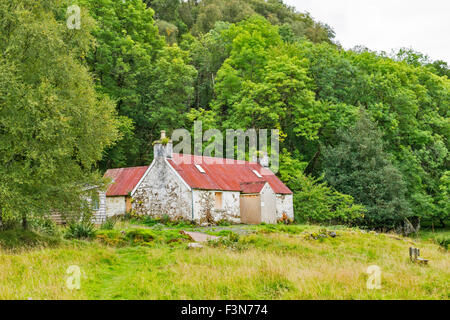 GREAT GLEN WAY OR TRAIL LAGGAN TO FORT AUGUSTUS SCOTLAND THE ABANDONED COTTAGE AT LETTERFEIRN - Stock Photo