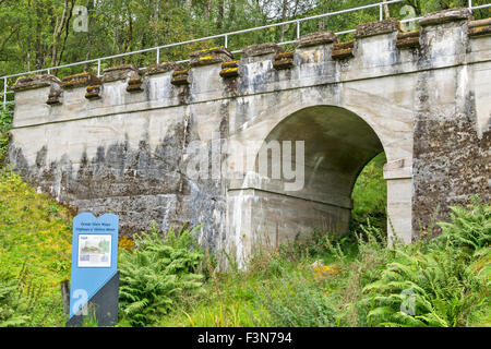 GREAT GLEN WAY OR WALK LAGGAN TO FORT AUGUSTUS SCOTLAND RAILWAY BRIDGE ON THE NOW UNUSED LINE - Stock Photo