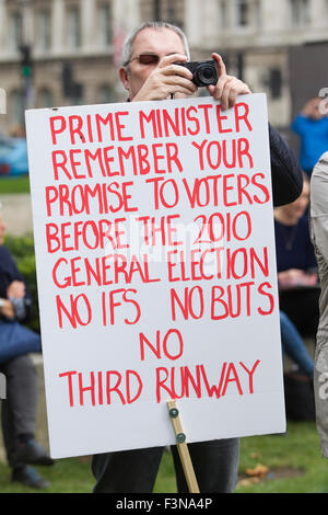 NO THIRD RUNWAY PROTEST IN LONDON, PARLIAMENT SQUARE, CENTRAL LONDON, ENGLAND UK 10th October 2015 Picture shows - Stock Photo
