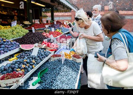 Fresh veg fruit market health healthy Poland stall - Stock Photo