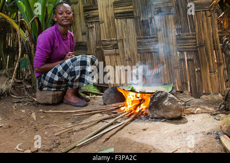 Africa, Ethiopia, Omo region, Chencha, Dorze village. Woman prepares bread from the shaving a leaf of the fruitless - Stock Photo