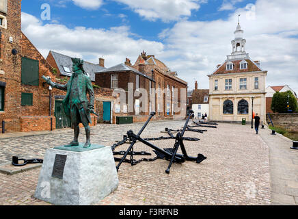 Purfleet Quay with statue of Captain George Vancouver in foreground and Custom House behind, King's Lynn, Norfolk, - Stock Photo