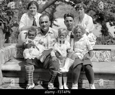 ENRICO CARUSO (1873-1921) Italian operatic tenor with his family about 1920. His wife Dorothy sits behind him while - Stock Photo