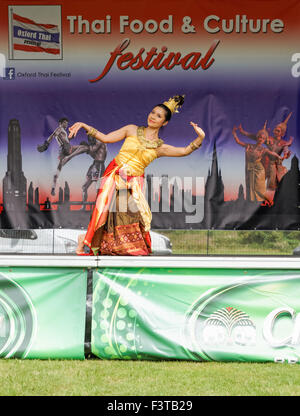 Traditional music thailand thai dancing costume culture for Angel thai cuisine riverside