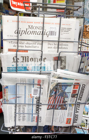 Rack with international newspapers and magazines outside newsagent's shop, Oxford Oxfordshire England United Kingdom - Stock Photo