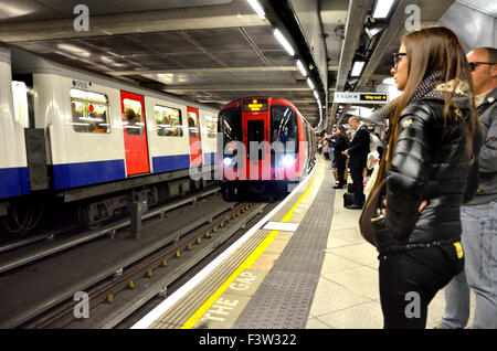 London, England, UK. Waiting for a tube train on the platform of Westminster underground station - Stock Photo