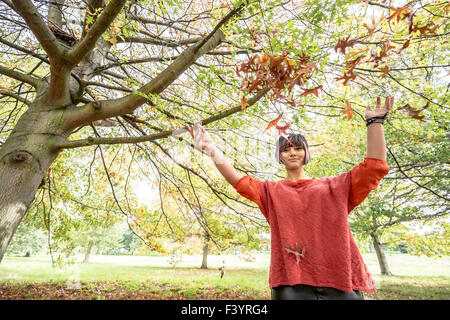 London, UK. 13th October, 2015.  Rich Colours of Autumn Leaves in Hyde Park Credit:  Guy Corbishley/Alamy Live News - Stock Photo