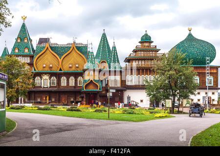 Moscow, Russia - September 29, 2015: Kolomenskoe city park. Copy of the palace of the tsar Alexey Mikhaylovich Romanov. - Stock Photo