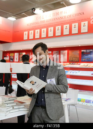 London, UK. 14th Apr, 2015. File photo taken on April 14, 2015 shows a man reading the book 'Xi Jinping: the Governance - Stock Photo