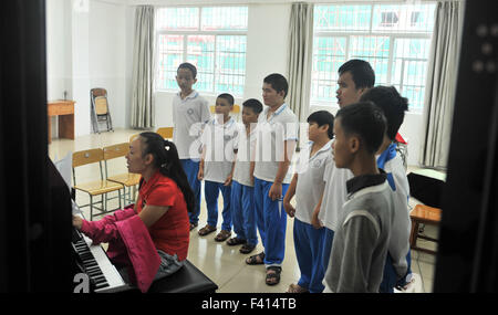 Haikou, China's Hainan Province. 13th Oct, 2015. Visually-impaired children have a music lesson at Hainan (Haikou) - Stock Photo