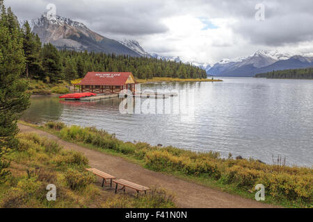 View on Maligne Lake and the boathouse with its red roof in Jasper National Park, Rocky Mountains, Alberta, Canada. - Stock Photo