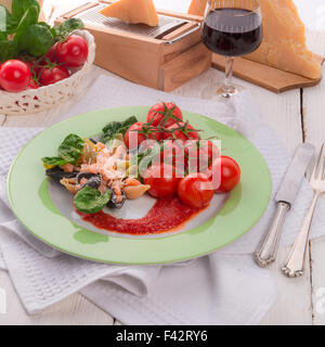 Conchiglie with North Sea shrimps and spinach - Stock Photo
