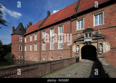 Schlossbruecke und Schlosstor am Wasserschloss Herten, Ruhrgebiet, Nordrhein-Westfalen, im Schloss befinden sich - Stock Photo