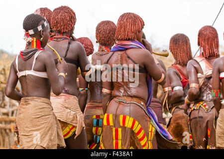 The raw scars on a Hamar woman's back after being whipped at a 'Jumping of the Bull' ceremony. Omo Valley Ethiopia - Stock Photo