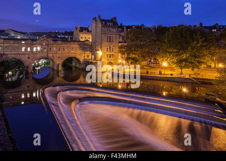 Pulteney Bridge and the weir on river Avon in Bath, Somerset, UK. - Stock Photo