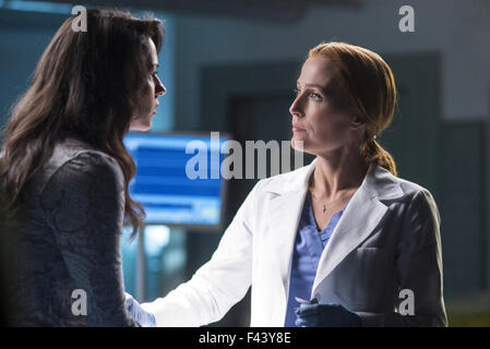 THE X-FILES - MY STRUGGLE 2016 Fox Broadcasting film with Gillian Anderson at right and Annet Mahendru - Stock Photo