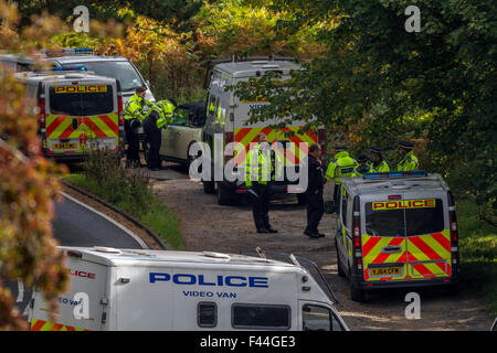 Police officers being briefed about an incident at Burley Woodhead with two other people looking through the window - Stock Photo