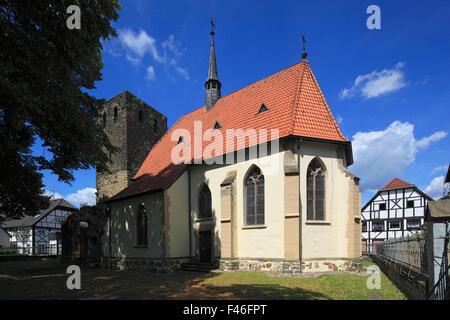 Schlosskapelle Sankt Martinus mit Turmruine, Altes Dorf Westerholt in Herten-Westerholt, Ruhrgebiet, Nordrhein-Westfalen - Stock Photo