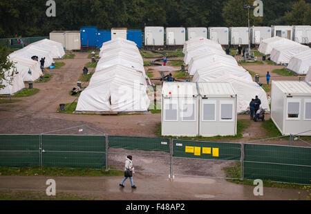 Hamburg, Germany. 15th Oct, 2015. The refugee accommodation at Jenfeld Moor Park in Hamburg, Germany, 15 October - Stock Photo