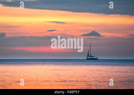 Aberystwyth, Wales, UK. 15 October 2015. As the Indian summer continues on the West Coast of Wales, a sailboat on - Stock Photo