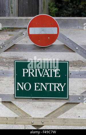 Private no entry sign on a wooden gate - Stock Photo