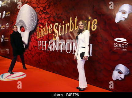 Hamburg, Germany. 15th Oct, 2015. Italian actress Ornella Muti arrives at the Stage Operettenhaus for the premiere - Stock Photo