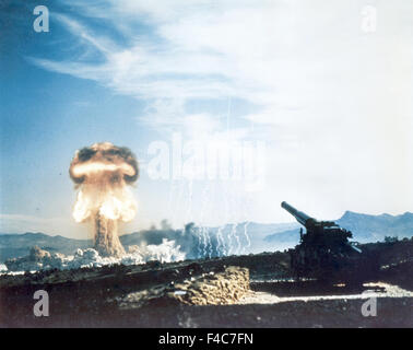 NUCLEAR ARTILLERY  The Upshot-Knothole Grable test at the Nevada testing grounds 25 May 1953. The shell fired by - Stock Photo