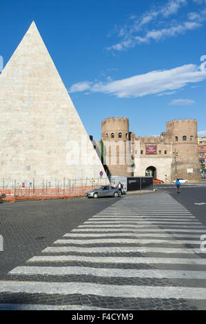 Pyramid of Cestius and Porta San Paolo, one of the southern gates in the 3rd-century Aurelian Walls of Rome, Italy. - Stock Photo