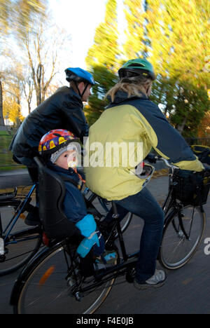 A family on a cycling tour, Otergotland, Sweden. - Stock Photo