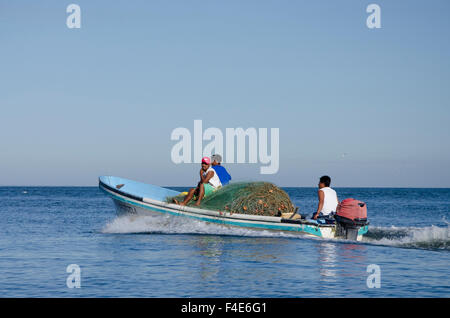 Guatemala, Izabal, Livingston. Port town located at the mouth of the Rio Dulce at the Gulf of Honduras. Fishermen - Stock Photo