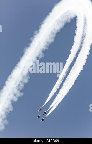 USA, Arizona, Glendale, Luke Air Force Base. Four F-16 Thunderbirds dive in diamond formation. Credit as: Wendy - Stock Photo