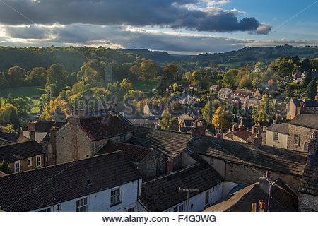 View of Richmond with Culloden Tower in the background, Richmondshire, North Yorkshire, England. - Stock Photo