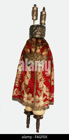 5627.The Torah Scroll wrapped in it's 'coat' decorated with the crown, finials and shield. Northern Italy, 19th. - Stock Photo