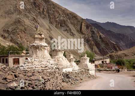 India, Jammu & Kashmir, Ladakh, Miru, line of old chortens and mani wall in centre of village - Stock Photo