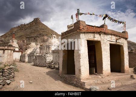 India, Jammu & Kashmir, Ladakh, Miru, old chortens and prayer wheel enclosure below hilltop temple - Stock Photo