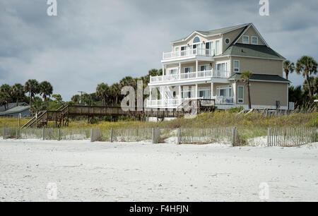 Folly Beach, South Carolina, USA. 17th Oct, 2015. Multi-colored Beach houses sit back in the dunes along Folly Beach, - Stock Photo