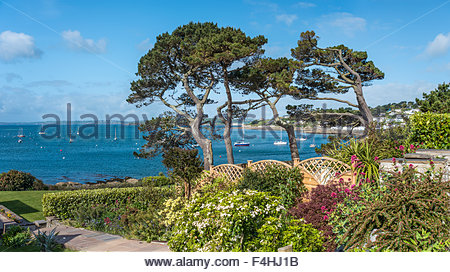 View over a garden at the scenic coastline near the village St.Mawes at the Cornish Coast near Falmouth, Cornwall, - Stock Photo