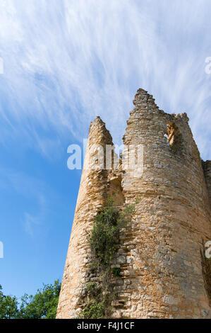 Le château de Roussillon a ruined medieval castle at Saint-Pierre-Lafeuille, Midi-Pyrénées, France, Europe - Stock Photo