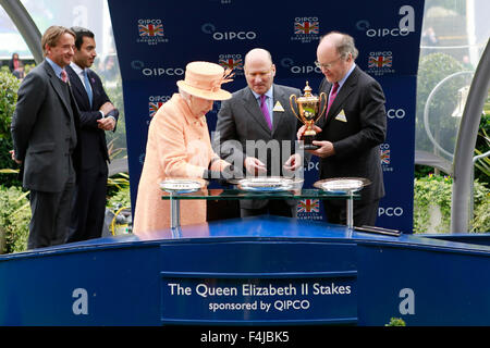 17.10.2015 - Ascot; Winners presentation with Johnny Weatherby (Duke of Devonshire as The Queen's representative), - Stock Photo