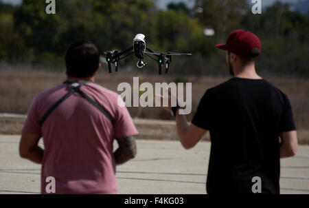 Van Nuys. 19th Oct, 2015. CA/US. Local drone flyers fly at the Woodley airpark Monday.Today in Washington the federal - Stock Photo