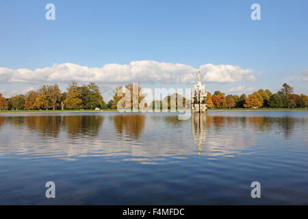 Bushy Park, SW London. 20th October 2015. An afternoon of glorious sunshine in South East England with temperatures - Stock Photo