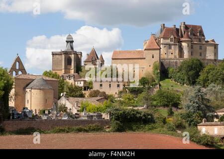 The listed 'de Biron' castle, its chapel and the cemetery (France). Le château classé de Biron, sa chapelle et le - Stock Photo