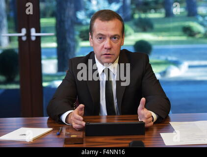 Moscow Region, Russia. 21st Oct, 2015. Russia's Prime Minister Dmitry Medvedev at a meeting with members of the - Stock Photo