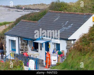 Beach Cafe & Shop at Kennack Sands, Lizard Peninsula, Cornwall, England, UK - Stock Photo