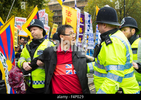 Whitehall, London, October 21st 2015. Hundreds of Chinese supporters waving banners and wearing 'I Love China' T - Stock Photo